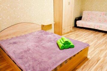 2-комн. квартира, 65 кв.м. на 6 человек, улица Бориса Пупко, 3, Новороссийск - Фотография 1