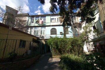 3-комн. квартира, 57 кв.м. на 6 человек, улица Свердлова, 25, Ялта - Фотография 1