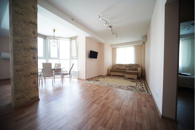 2-комн. квартира, 74 кв.м. на 4 человека, улица Шахтёров, 38, Красноярск - Фотография 2