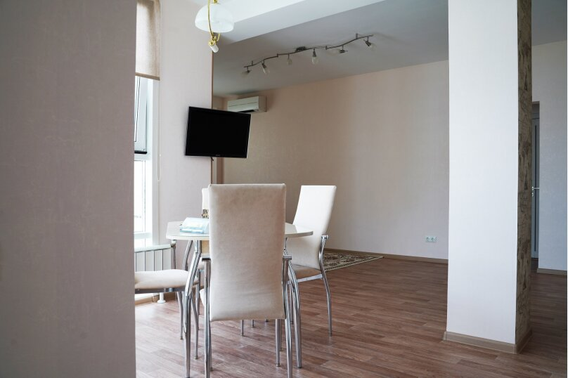 2-комн. квартира, 74 кв.м. на 4 человека, улица Шахтёров, 38, Красноярск - Фотография 4