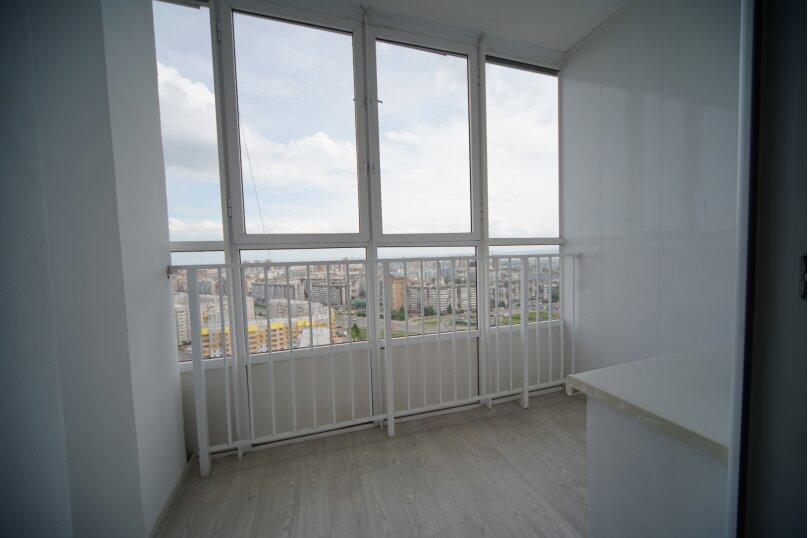 2-комн. квартира, 74 кв.м. на 4 человека, улица Шахтёров, 38, Красноярск - Фотография 10