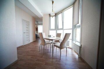 2-комн. квартира, 74 кв.м. на 4 человека, улица Шахтёров, 38, Красноярск - Фотография 1