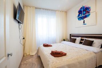 2-комн. квартира, 54 кв.м. на 4 человека, улица Батурина, 19, Красноярск - Фотография 1