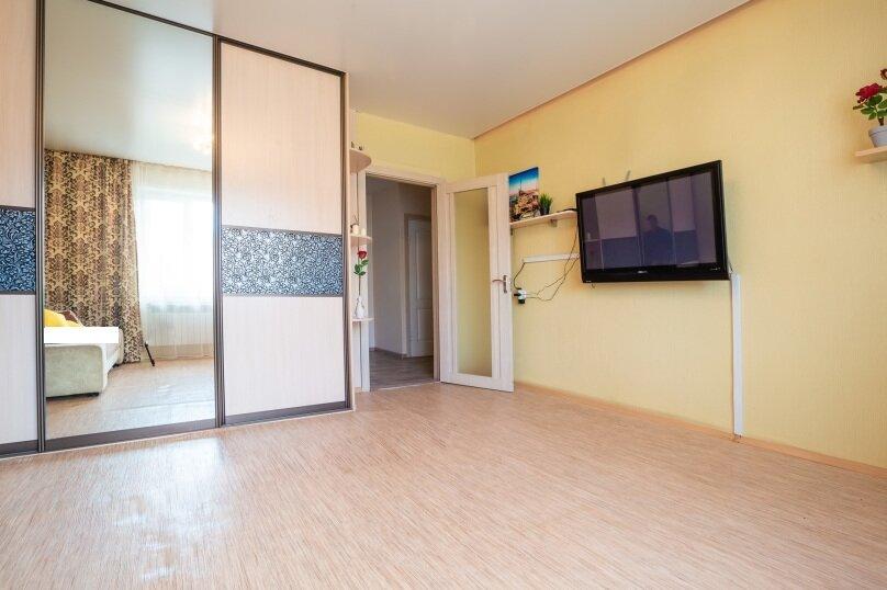 2-комн. квартира, 54 кв.м. на 4 человека, улица Батурина, 19, Красноярск - Фотография 12