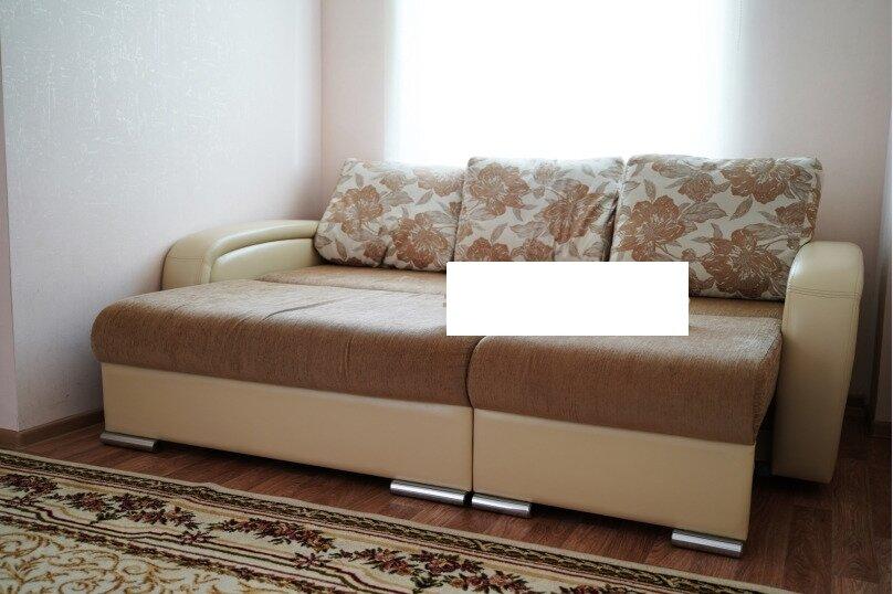 2-комн. квартира, 74 кв.м. на 4 человека, улица Шахтёров, 38, Красноярск - Фотография 12