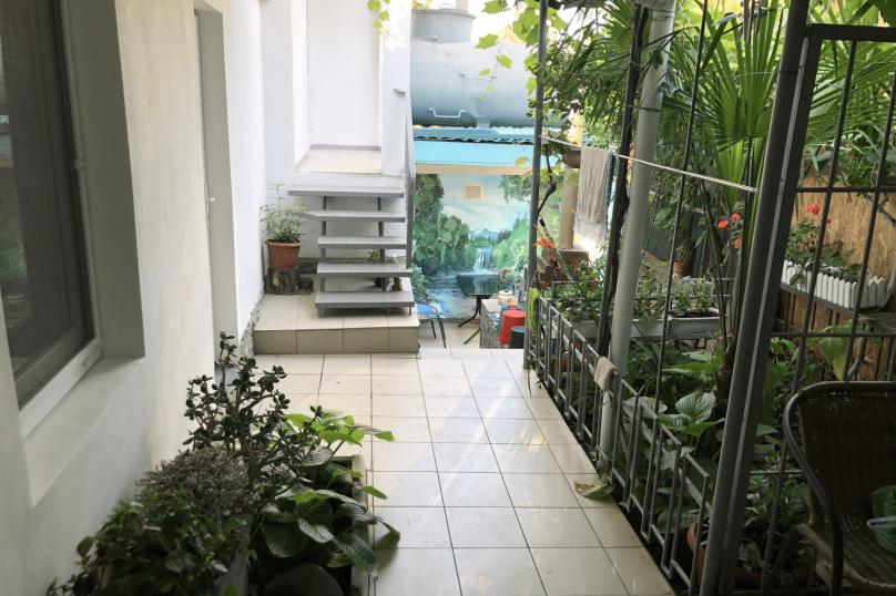 Двор целиком, улица Бирюзова, 6 кв 4, Судак - Фотография 4