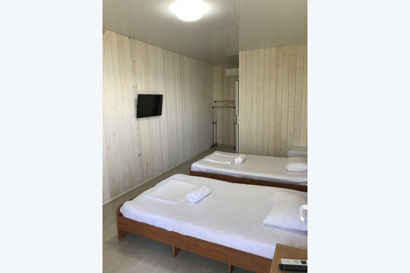 Стандартный номер с 1 двуспальной и 1 односпальной кроватями, Ландышевый переулок, 58, Сочи - Фотография 1