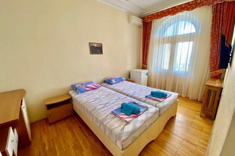 Стандарт + юг 2-х местный 2-х комнатный номер с отдельными кроватями, улица Леси Украинки, 16, Ялта - Фотография 1