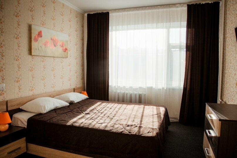 2 комнатный люкс улучшенный , улица Марата, 9, Керчь - Фотография 1