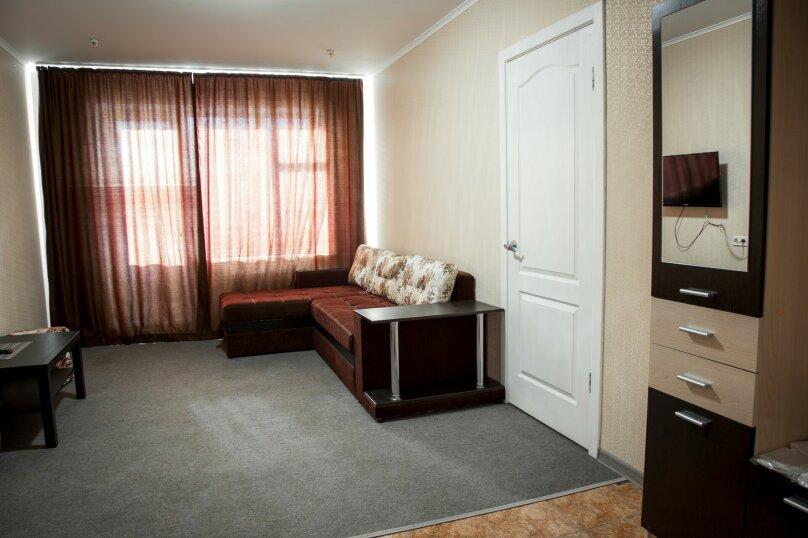 Люкс 2-х комнатный с ванной, улица Марата, 9, Керчь - Фотография 1