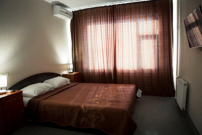 Люкс 2-х комнатный с ванной, улица Марата, 9, Керчь - Фотография 2