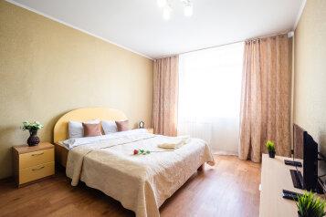2-комн. квартира, 54 кв.м. на 4 человека, улица Молокова, 14, Красноярск - Фотография 1