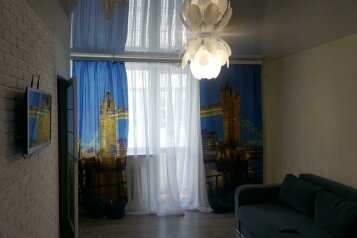 2-комн. квартира, 40 кв.м. на 4 человека, проспект Кирова, 7, Симферополь - Фотография 1