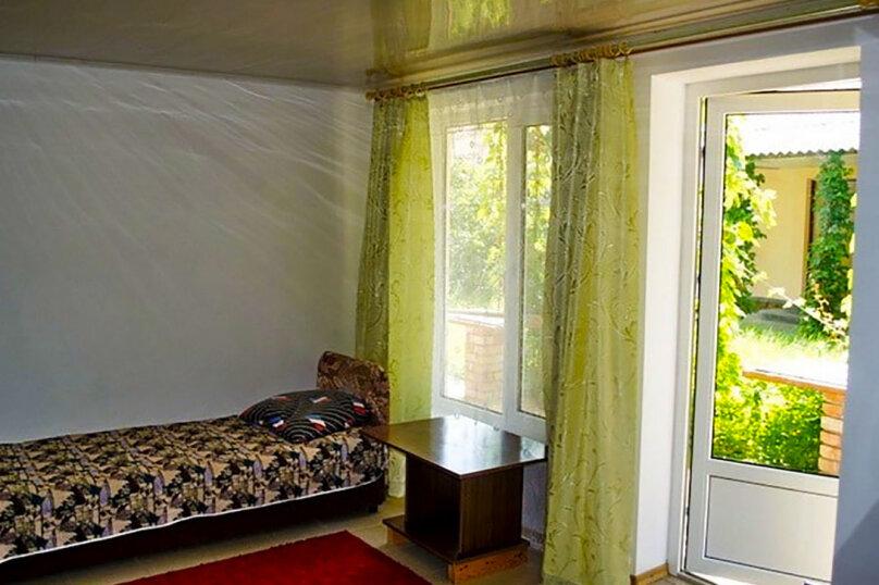 Трехместный номер улучшенный, Подгорная улица, 32, Новоотрадное - Фотография 1