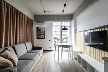 1-комн. квартира, 32 кв.м. на 5 человек, улица Кирова, 35, Адлер - Фотография 1