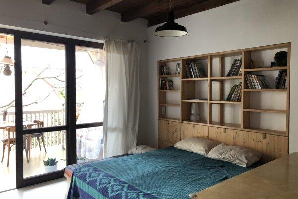 Новый дом, 2й этаж, 1-ком студии с террасой, 50 кв.м. на 4 человека, 1 спальня
