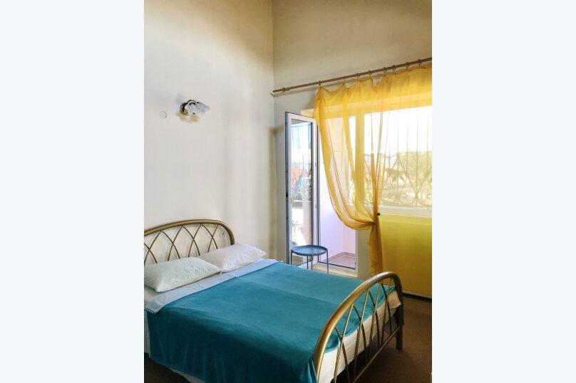 (4) Двухместный номер эконом с балконом (2 этаж), Таврическая улица, 26, Оленевка - Фотография 1