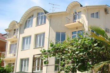 """Мини-отель """"Крокус"""", улица Станиславского, 34 на 9 комнат - Фотография 1"""