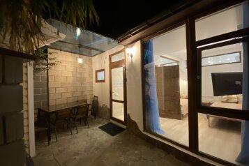 Пальмовый дворик, 50 кв.м. на 5 человек, 2 спальни, Пролетарская улица, 5, Гурзуф - Фотография 1