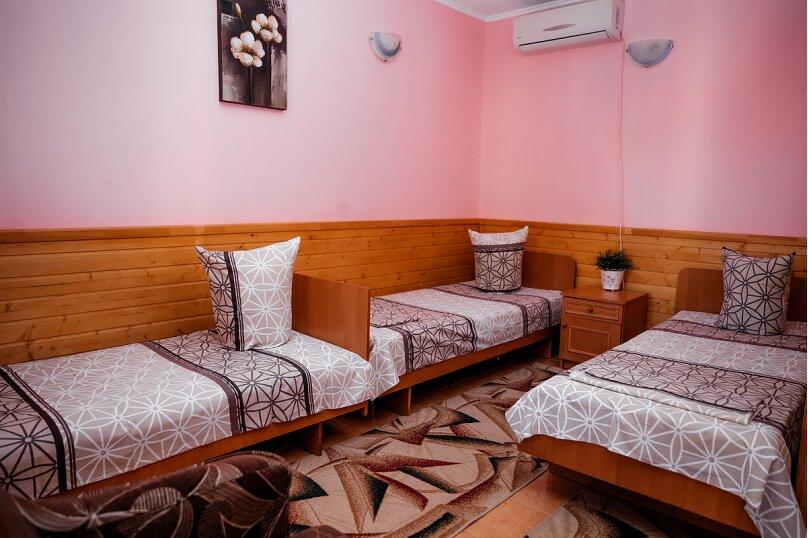 4-х местный эконом (3 кровати односпальные+кресло-кровать), Переулок Речной, 1, Феодосия - Фотография 1