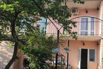"""Частный дом """"Гостеприимный дом"""", Ялтинская улица, 13 на 8 комнат - Фотография 1"""