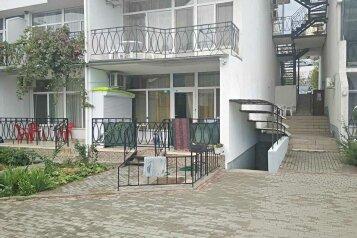 """Апартаменты в отеле """"Дим-2"""", улица Ленина, 146 на 2 комнаты - Фотография 1"""