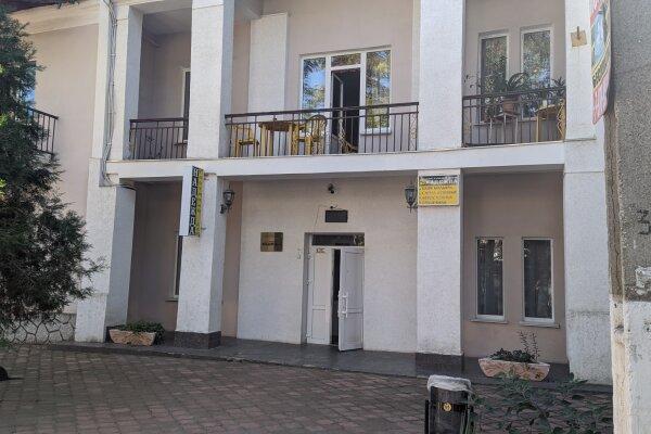 """Гостиный дом """"НАДЕЖДА"""", улица Голощапова, 3 на 18 комнат - Фотография 1"""