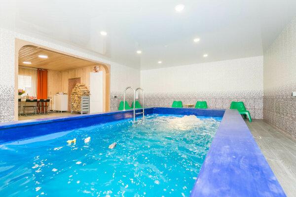 Коттедж с банкетным залом, баней, бассейном  и бильярдом., 300 кв.м. на 27 человек, 6 спален