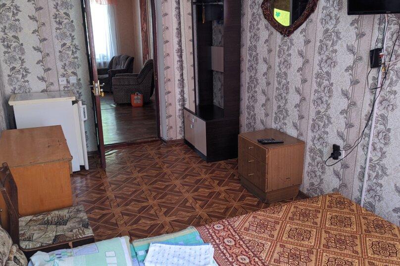 Эконом двухместный, улица Голощапова, 3, Керчь - Фотография 1