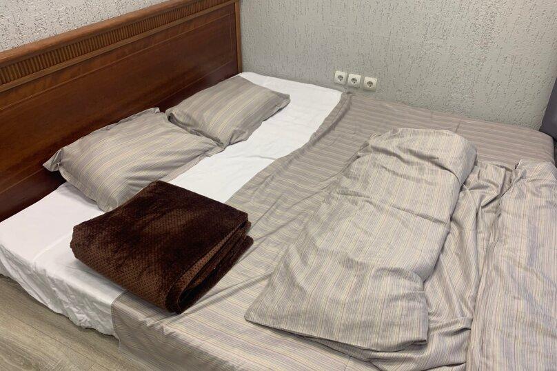 Двухместный номер с одной двуспальной кроватью и раковиной для умывания, Агрономическая улица, 30А, Екатеринбург - Фотография 1