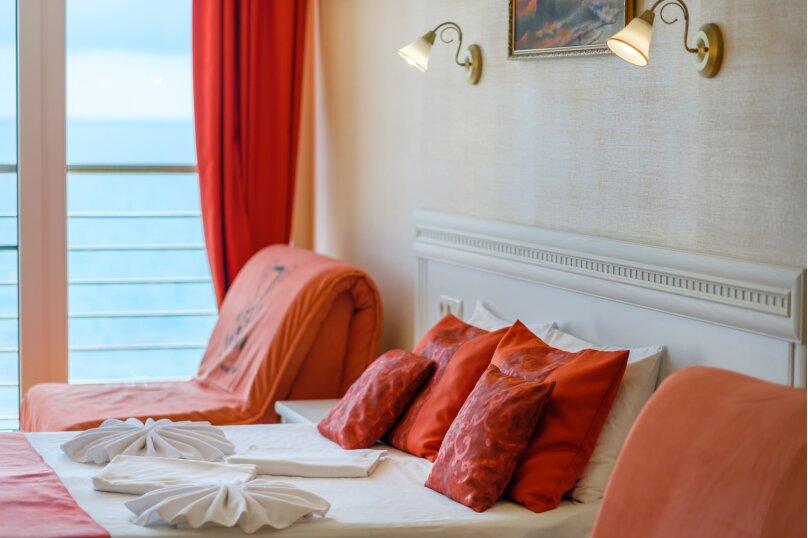 Люкс мансардный с видом на море 27 кв.м., Черноморская набережная, 36В, Феодосия - Фотография 1