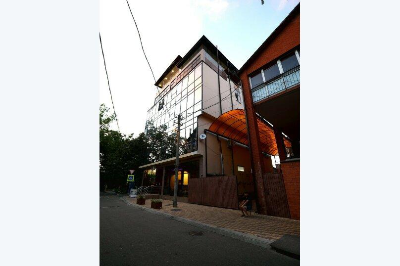 """Отель """"Грант"""", улица Павлика Морозова, 80 на 29 комнат - Фотография 1"""