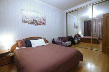 2-комн. квартира, 79 кв.м. на 5 человек, Большая Дорогомиловская улица, 9, метро Киевская, Москва - Фотография 1