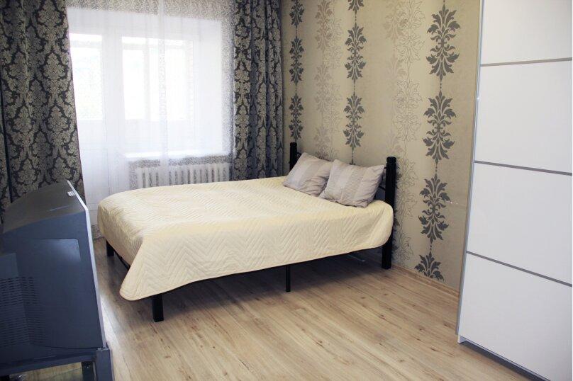 1-комн. квартира, 47 кв.м. на 4 человека, улица Адоратского, 1, Казань - Фотография 1
