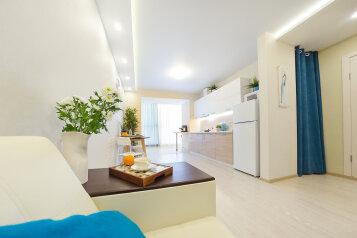 2-комн. квартира, 38 кв.м. на 4 человека, проспект Ленина, 15Б, Томск - Фотография 1
