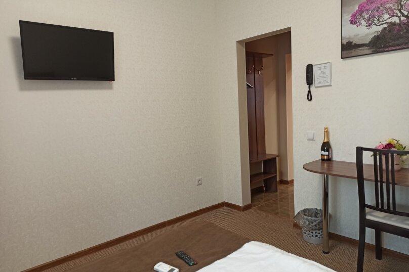 """Гостевой дом """"Альфа Вилла"""", улица Михаила Сорокина, 22 на 3 комнаты - Фотография 17"""