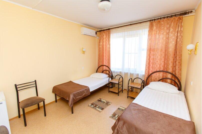 Кровать в двухместном номере 1 категории (без подселения), улица Героев-Десантников, 29, Новороссийск - Фотография 1