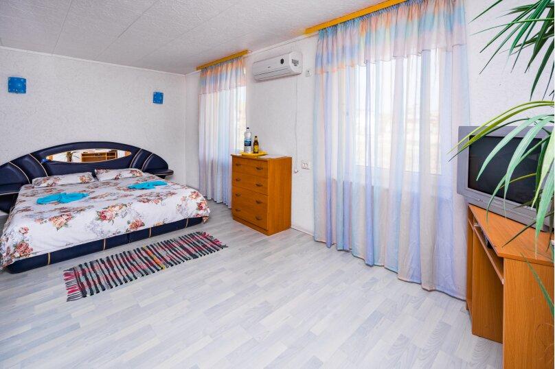 Отдельный дворик с 2 номерами и кухней, СНТ Солнечная Долина, ул. Первооткрывателей, 769, Судак - Фотография 1