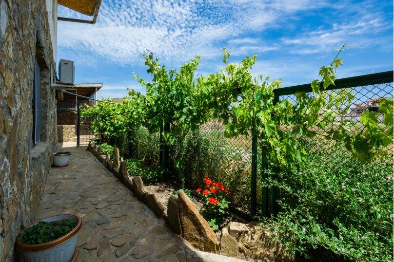Отдельный дворик с 2 номерами и кухней, СНТ Солнечная Долина, ул. Первооткрывателей, 769, Судак - Фотография 7