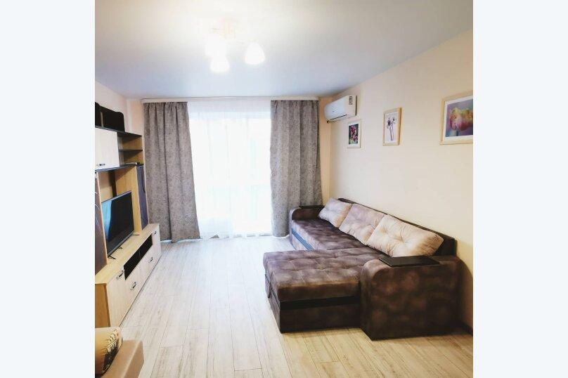 1-комн. квартира, 38 кв.м. на 4 человека, улица Льва Толстого, 58, Керчь - Фотография 1