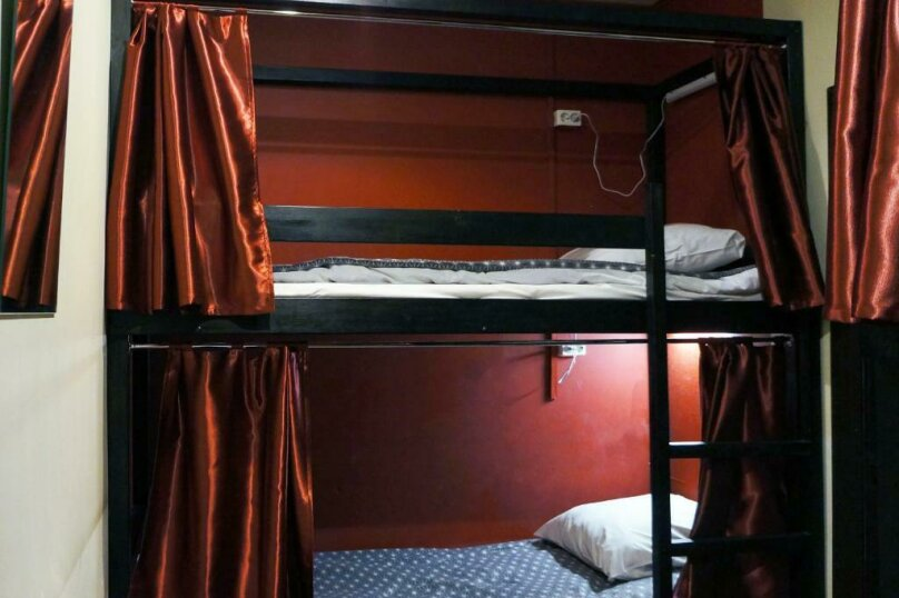 Спальное место на двухъярусной кровати в общем четырехместном номере для мужчин и женщин, проспект Просвещения, 99, Санкт-Петербург - Фотография 1