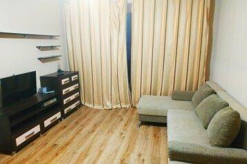 2-комн. квартира, 50 кв.м. на 4 человека, улица Николая Гондатти, 5, Тюмень - Фотография 1