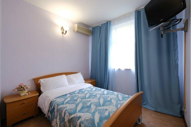 Двухместный номер с 1 двуспальной кроватью и видом на горы, Азовская улица, 7, эллинг 25-28, Лоо - Фотография 1