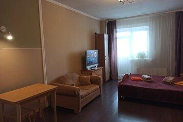 1-комн. квартира, 35 кв.м. на 3 человека, улица 50 лет ВЛКСМ, 13, Тюмень - Фотография 1