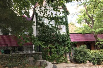 """Гостевой дом """"Вестерн"""", Солнечная улица, 11-А на 11 комнат - Фотография 1"""