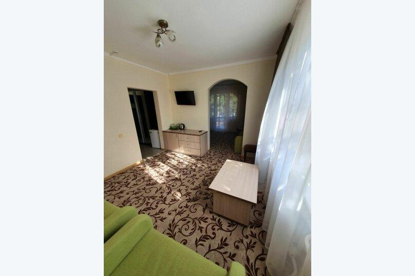Гостевой дом  «Каприз», Крымская улица, 65 на 40 комнат - Фотография 10