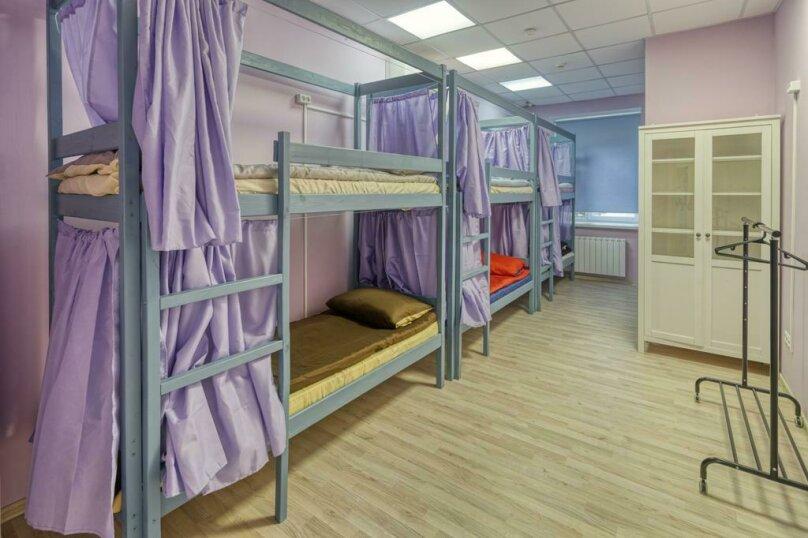 Место в восьмиместной женской комнате, Нежинская улица, 9, Москва - Фотография 1