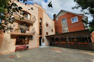 Гостевой дом  «Каприз», Крымская улица, 65 на 40 комнат - Фотография 1