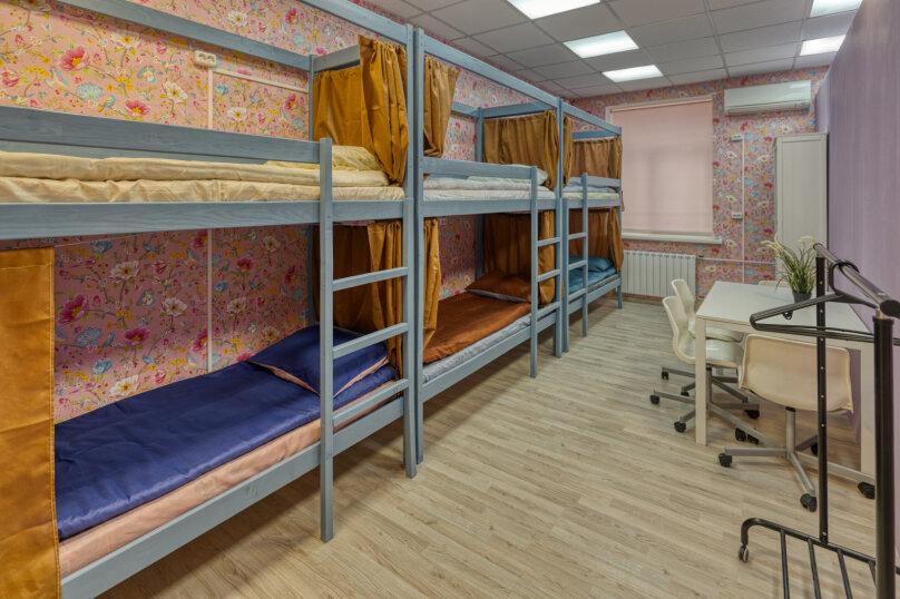 Место в шестиместной мужской комнате , Нежинская улица, 9, Москва - Фотография 1