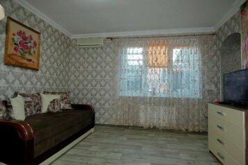Сдам по суточно, 80 кв.м. на 5 человек, 2 спальни, улица 13 Ноября, 62, Евпатория - Фотография 1